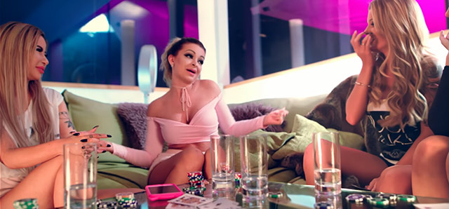 """Katja Krasavice und Amateuersternchen im Video """"Doggy"""""""